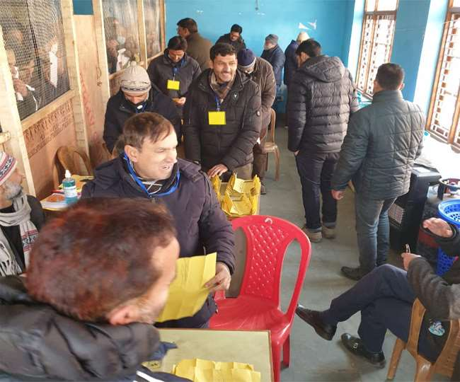 J-K DDC Poll Results 2020 LIVE: PAGD ahead on 113 seats, BJP leads on 69; Congress' poll debacle continues