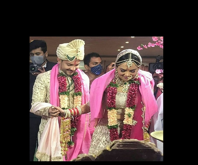Aditya Narayan and Shweta Agarwal are the happiest couple in town and these wedding photos are proof | See Pics