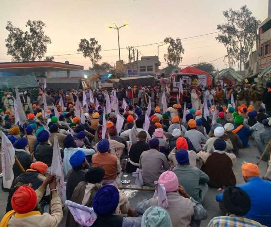 Farmers' Protest highlights: PM's address appeared as attempt to 'divide, mislead' farmers, say Unions; Badal, Pilot urge govt to repeal laws