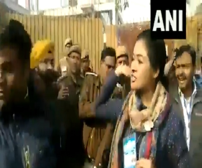 Delhi Elections 2020: Congress' Alka Lamba tries to slap AAP worker at polling booth