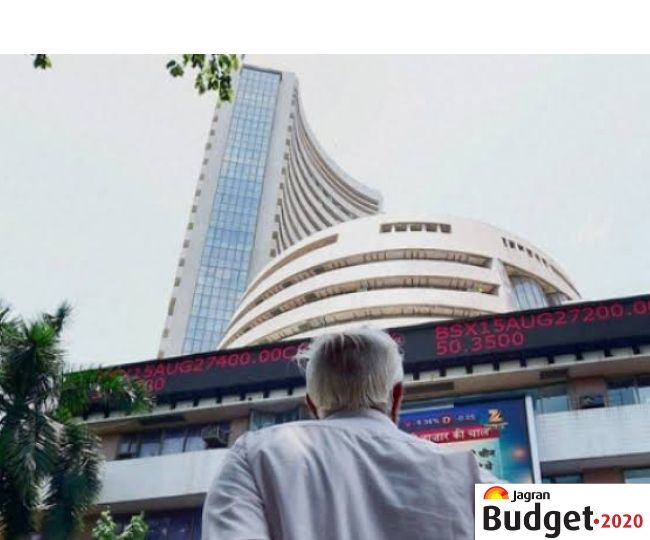 Market Highlights | Sensex crashes over 900 points, Nifty ends 373 points lower