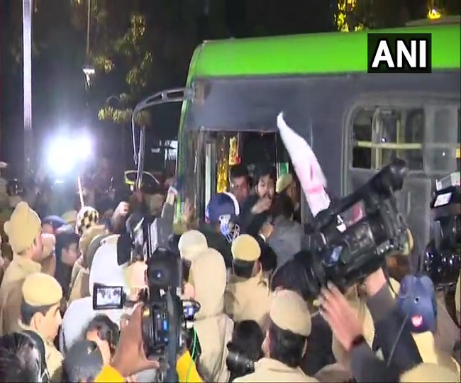 JNU Violence | Police lathicharge, detain students marching towards Rashtrapati Bhawan demanding removal of VC