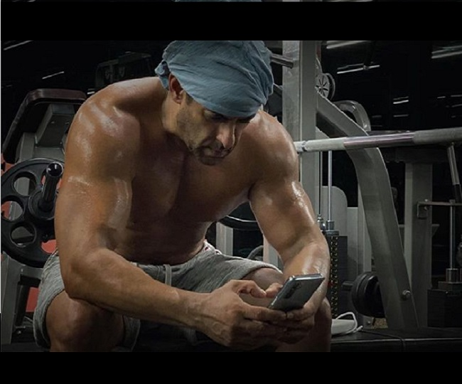 Salman Khan's shirtless picture post-midnight workout will give you major fitness goals | See Pics