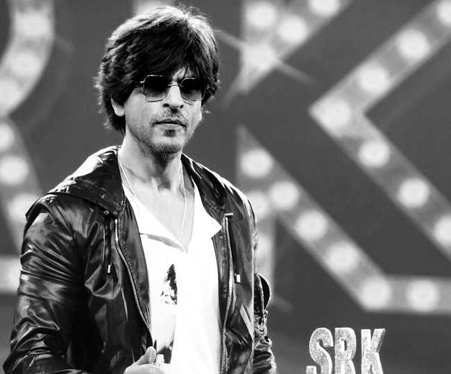 Shah Rukh Khan started shooting for 'Pathan'? Fans go crazy as actor spotted outside Yash Raj studios | See Pics