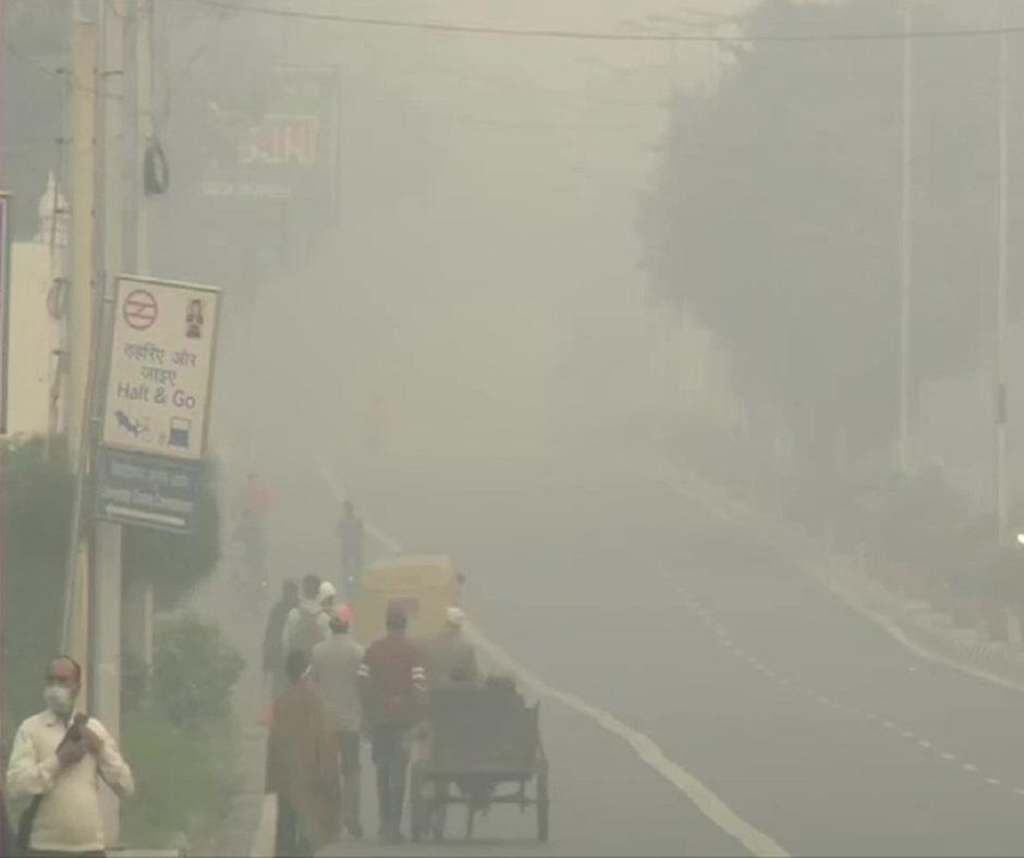 Delhi Air Pollution: AQI level in national capital at season's worst as Delhiites gasp for fresh air