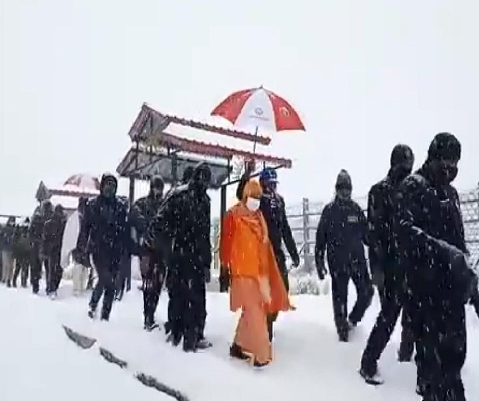 UP CM Yogi Adityanath, who was stuck in Kedarnath due to snowfall, reaches Gauchar