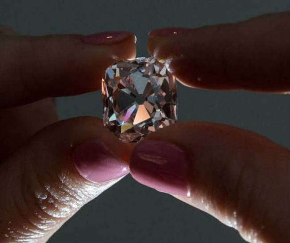 Panna man unearths diamond worth Rs 30 lakh in a mine he leased at Rs 200