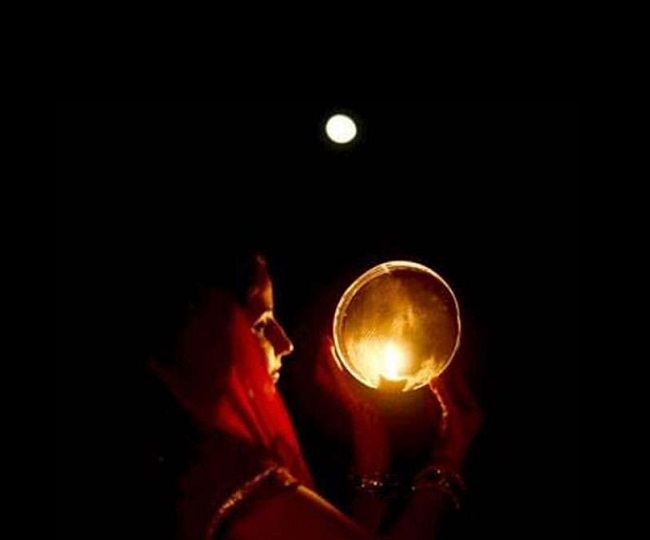 Happy Karwa Chauth 2020:  Share these Wishes, Images, SMS, Greetings, Whatsapp and Facebook Status on Karwa Chauth