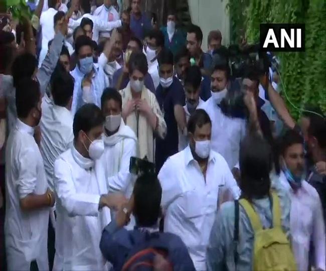 Hathras Case: Priyanka Gandhi offers prayers at Valmiki Mandir; Bhim Army to hold protest at India Gate | Highlights