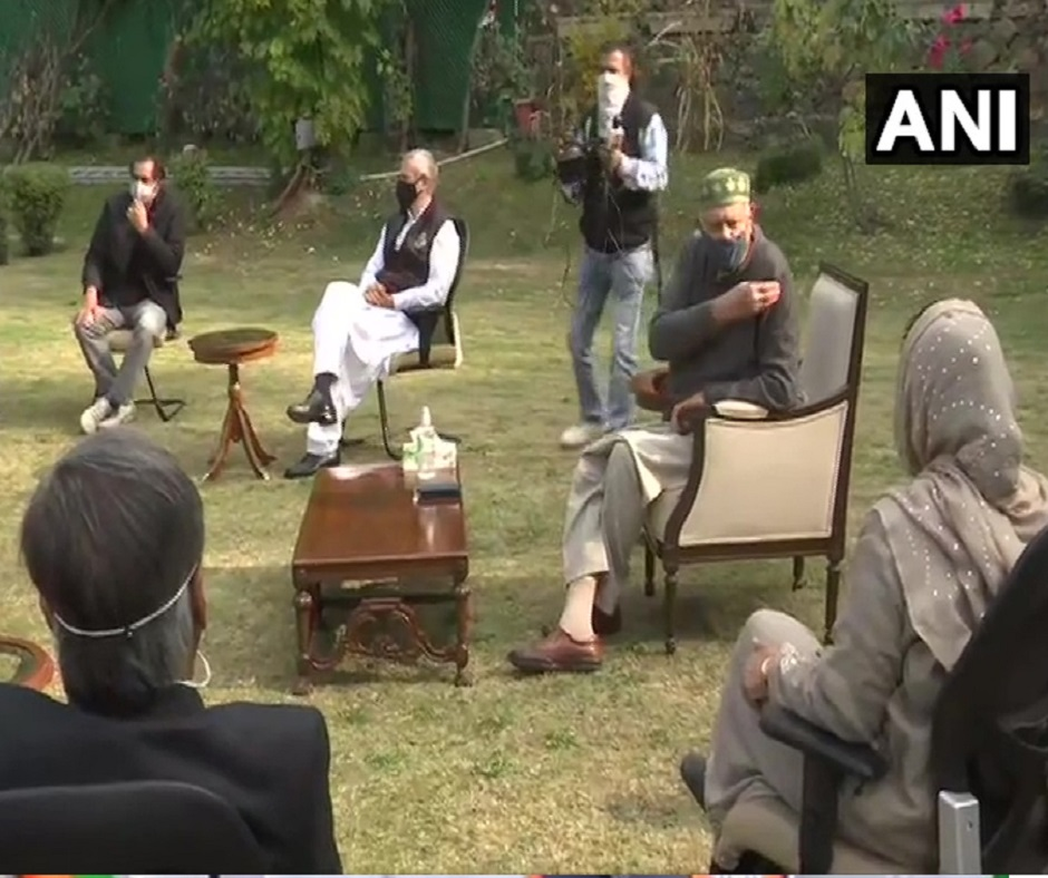Breaking News, Latest Updates of Oct 24: Members of People's Alliance for Gupkar Declaration meet at Mehbooba Mufti's residence