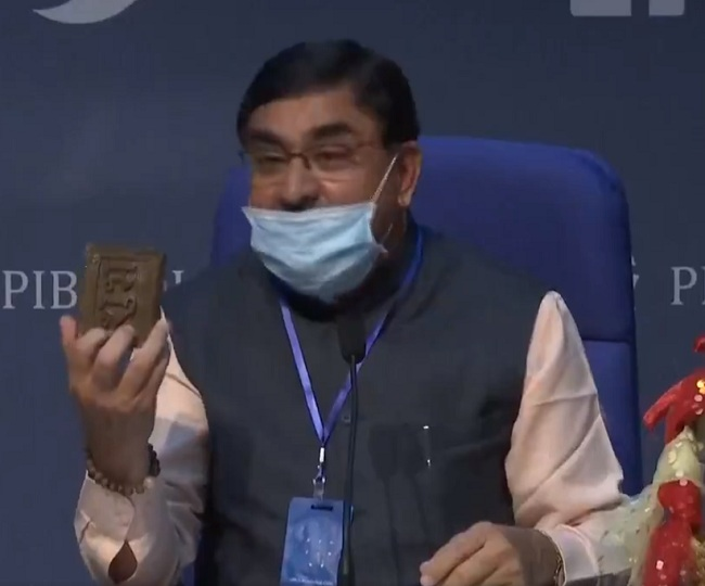 WATCH: Rashtriya Kamdhenu Aayog chief unveils 'cow dung chip' which reduces radiation from mobiles