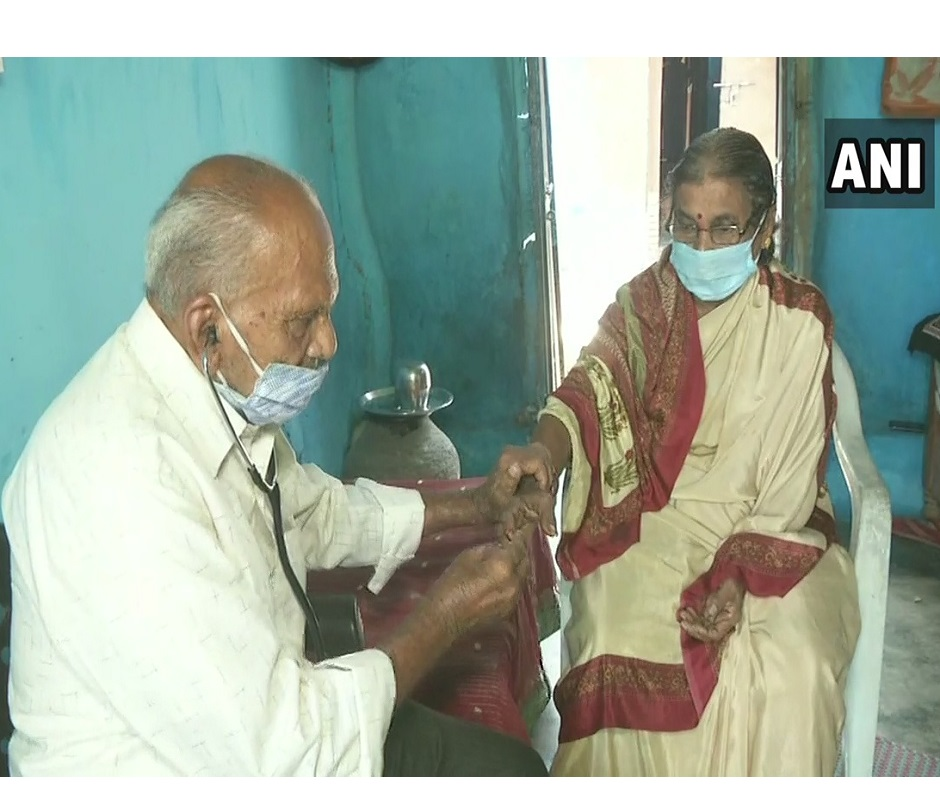 Maharashtra's 87-year-old doctor fights Covid-19 pandemic to treat villagers in Chandrapur district
