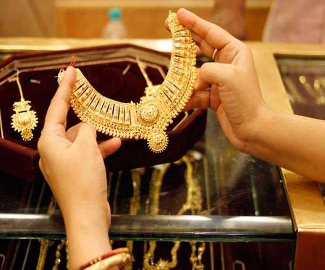 Gold Rate on October 8: Yellow metal gains Rs 82; silver jumps Rs 1,074; check prices here