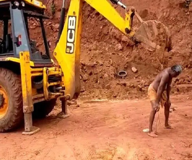 Bizarre: Man uses JCB machine in 'ultimate jugad' to scratch his back, leaves internet amused | Watch