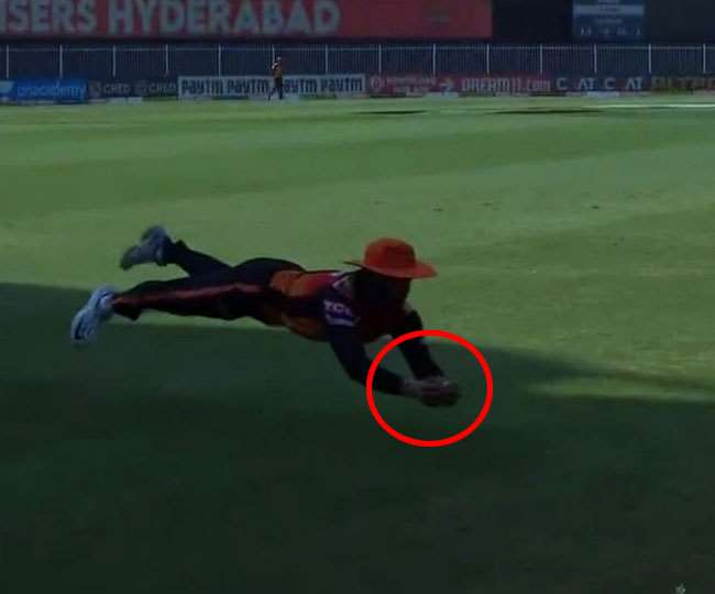 IPL 2020, MI vs SRH: Acrobatics on display in Sharjah twice as Manish Pandey, Ishan Kishan grab a blinder each | Watch
