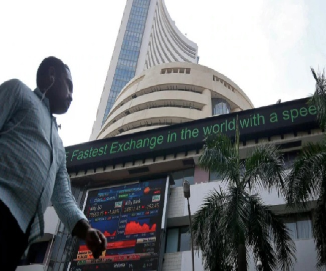 Sensex gains over 90 points, Nifty above 11,370-mark amid mixed global cues