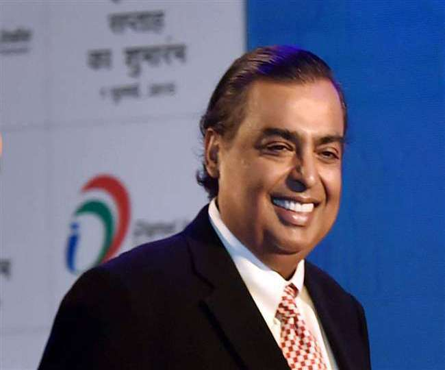 Upset over lack of transfer activity, Manchester United fans urge Mukesh Ambani to buy the club from Glazers