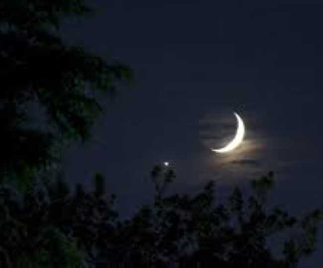 Moon And Venus to line up this weekend for a rare pre-dawn spectacle | Details Here