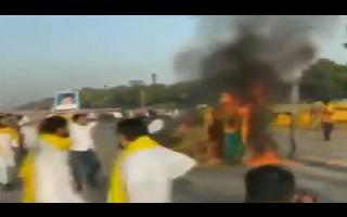 Farmers Protest   Tractor set on fire at India Gate in Delhi by Punjab Congress workers; 5 detained