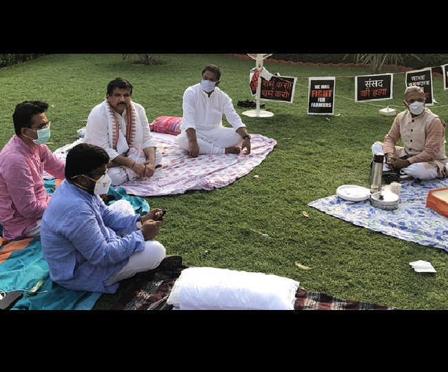 Suspended Oppn MPs, on indefinite protest, snub tea offer by Harivansh; PM Modi praises RS Dy Chairman's gesture