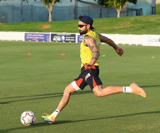 Intra-squad football Match: Virat Kohli Hot Dogs takes on AB de Villiers Cool Cats | Watch