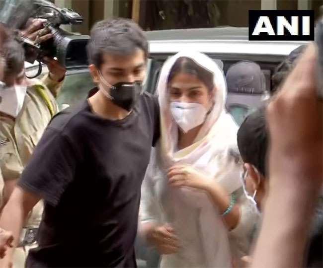 Sushant Singh Rajput Death Case: Court rejects Rhea, Showik's bail plea; lawyer may approach HC next week | Highlights
