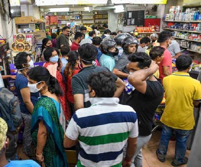 Mumbai sees panic buying amid fears of lockdown, CM announces closure of non-essential establishments