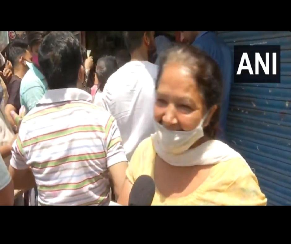 'Injection nahi, peg asar karega...': Delhi woman's reason to purchase liquor ahead of lockdown is hilarious | Watch