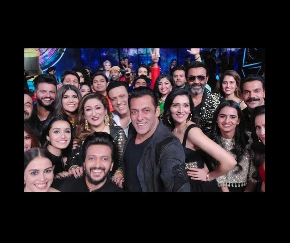 Salman Khan shares 'mega selfie' with celebs like Shraddha Kapoor, Govinda, Riteish Deshmukh and more; know why