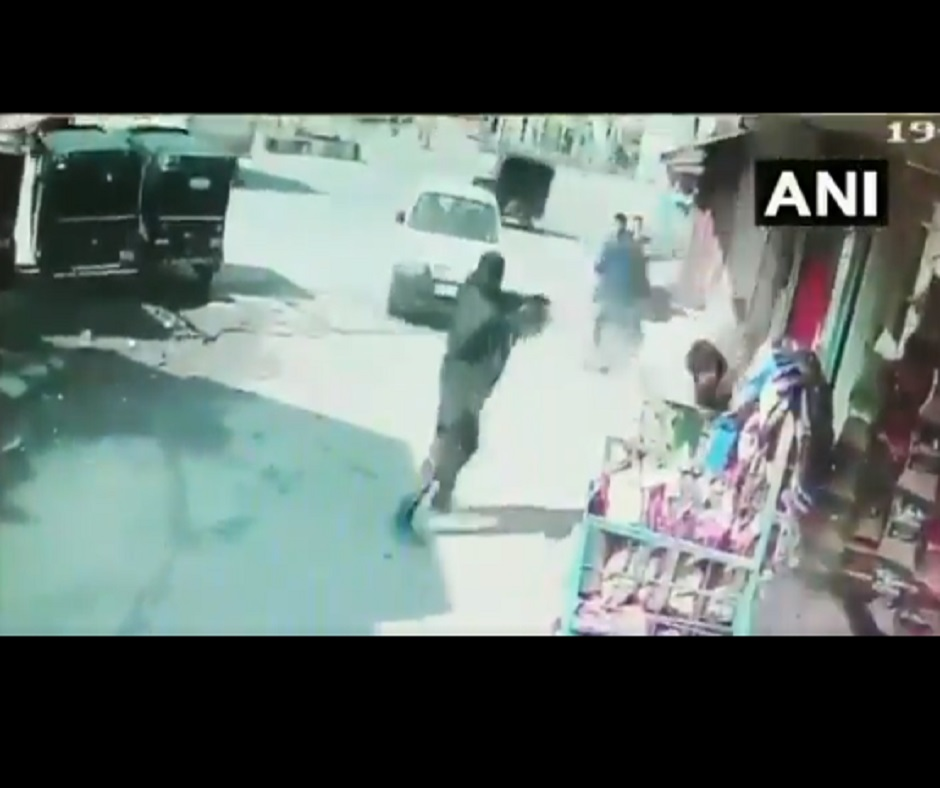 Caught on Camera: Terrorists open fire at cops in Srinagar's Baghat Barzulla, 2 officials martyred