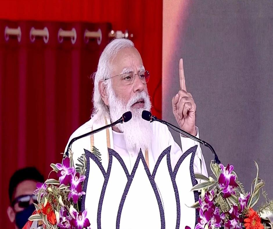 West Bengal ready 'poriborton', says PM Modi; accuses TMC of blocking central funds