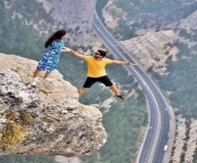 Ahead of Valentine's Day a couple poses on cliff's edge; pic goes viral