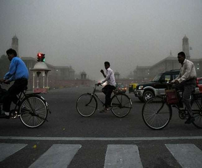 Delhi Weather Updates: Temperature likely to rise in next three to four days; AQI in 'very poor' category
