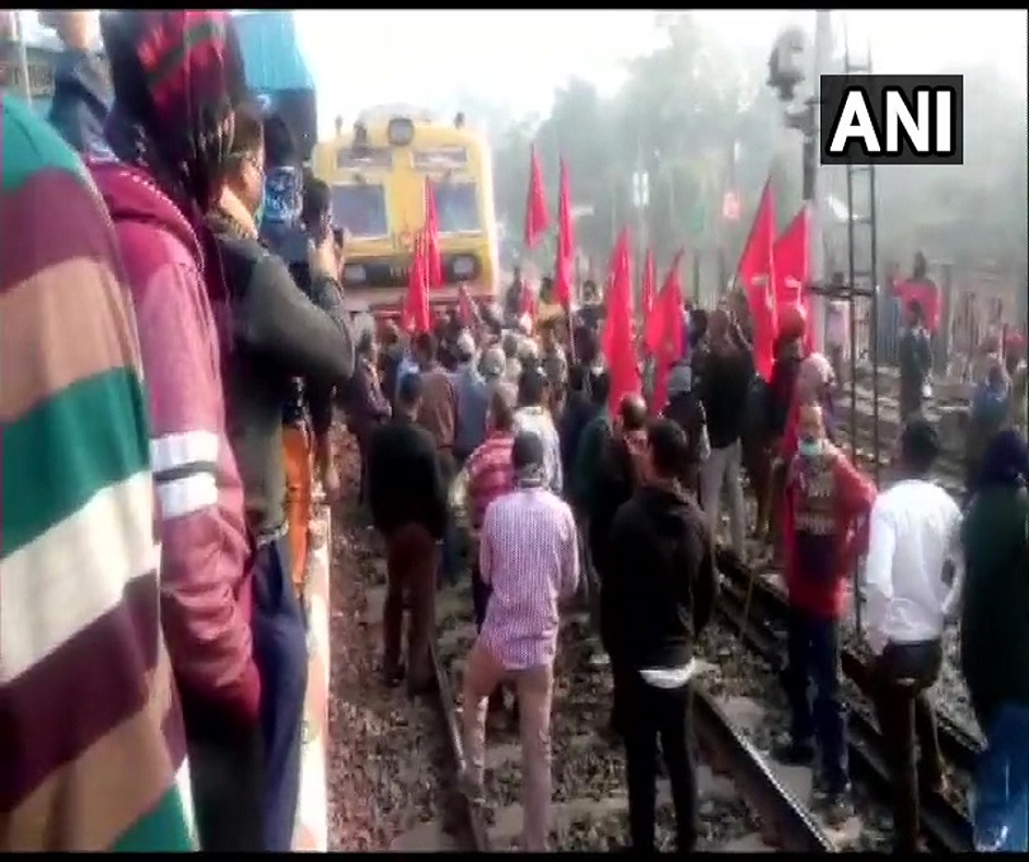West Bengal Bandh: Rail services hit, streets deserted as Left calls for 12-hour bandh against police crackdown on Kolkata march