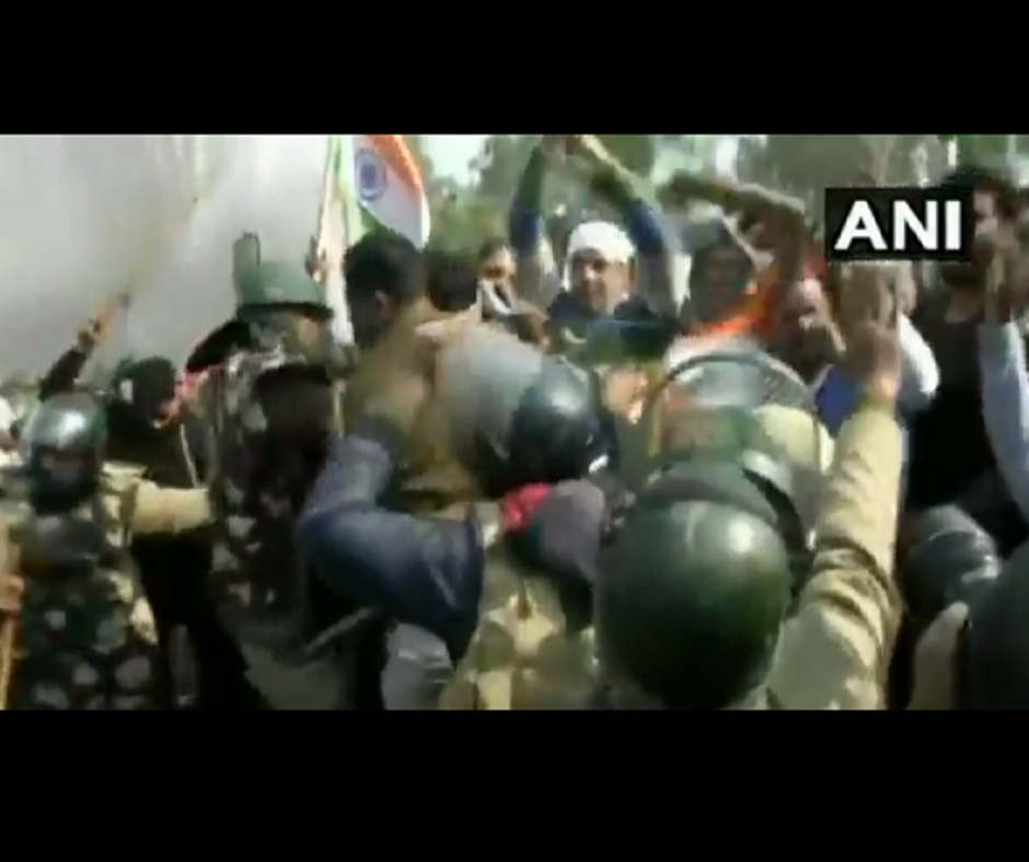 Farmers' Protest: Stones thrown, tents vandalised as locals ask farmers to vacate Singhu protest site | Watch