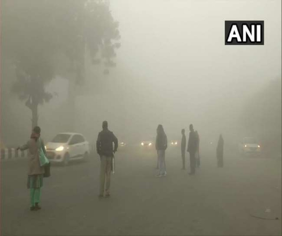 Weather Forecast: 10 trains delayed as dense fog engulfs north India; light rainfall predicted from Jan 31