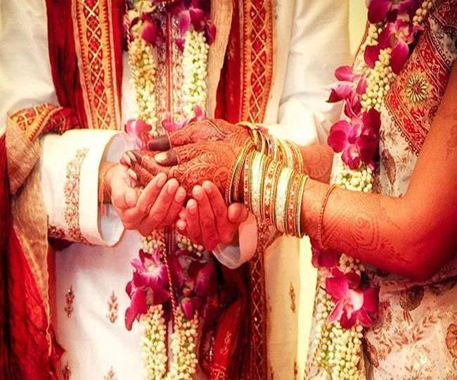Bizarre: Bride ties knot with guest after groom flees from wedding in Karnataka