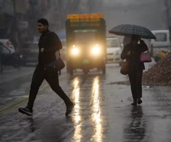 Delhi Weather News: Heavy rains lash parts of national capital; waterlogging, traffic snarls in several areas