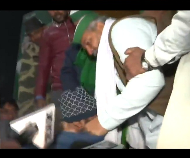 Farmers' Protest: Union leader Rakesh Tikait slaps a person at UP border, says 'he was misbehaving with media' | Watch