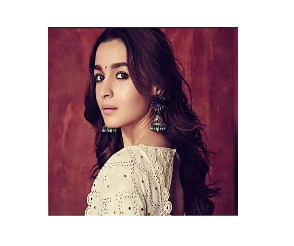 After Priyanka Chopra and Deepika Padukone, is Alia Bhatt eyeing Hollywood debut? Here's what report says