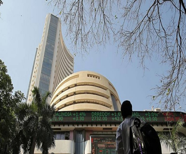 Sensex ends marginally lower at 52,861 after hitting all-time high, NIFTY closes at 15,818