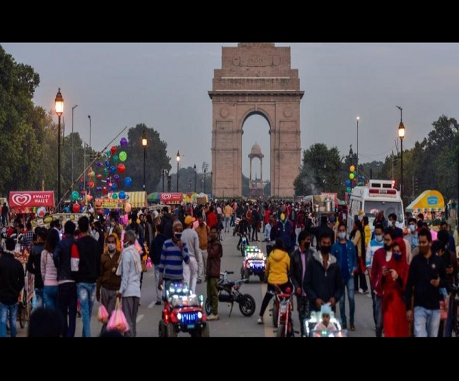 'Serious concern': Centre's warning as visuals of crowds flouting COVID-19 norms at tourist spots go viral