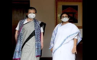 'Essential for everyone to come together to defeat BJP': Mamata Banerjee after meeting Sonia Gandhi