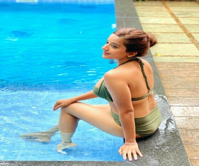 Bhojpuri star Monalisa, holidaying in Goa, sets internet on fire with her bikini pool pics   See here