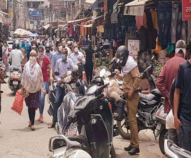 Delhi's famous Sadar Bazar shut for three days over violation of COVID norms