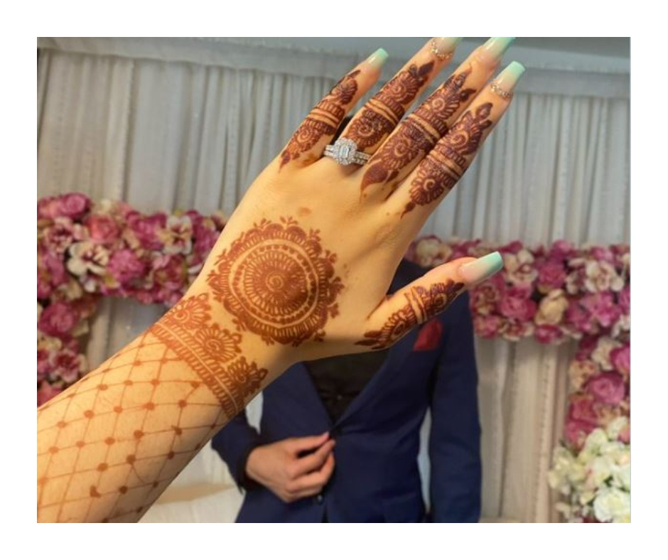 Viral pic: Wedding mehendi photo prompts 'tic tac toe' game online; check out funny reactions and tweets