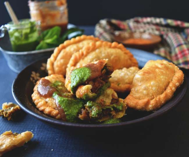 Holi 2021: Looking for easy khoya Gujiya recipe? Here's how you can make it in 5 simple steps