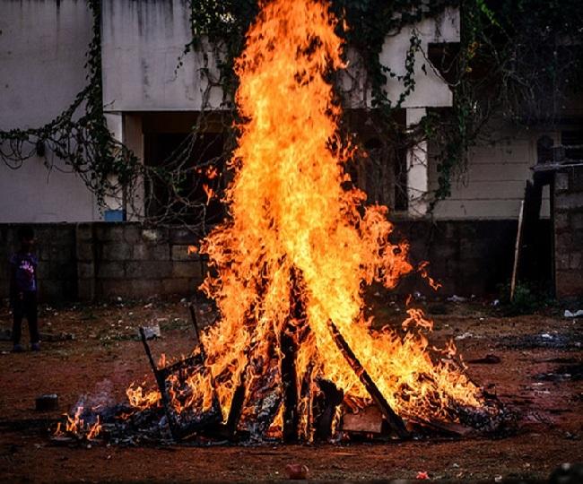 Holi 2021: Check out Holika Dahan shubh timing, puja vidhi and significance of Chhoti Holi
