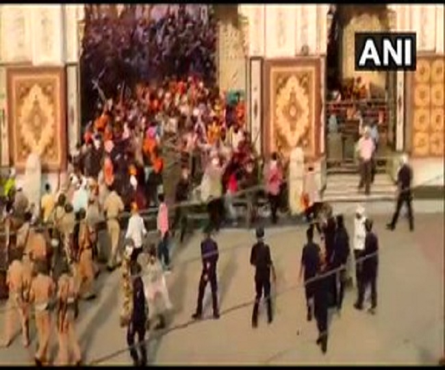 Mob with swords attacks cops outside Nanded Gurudwara over denial for religious procession, 17 detained