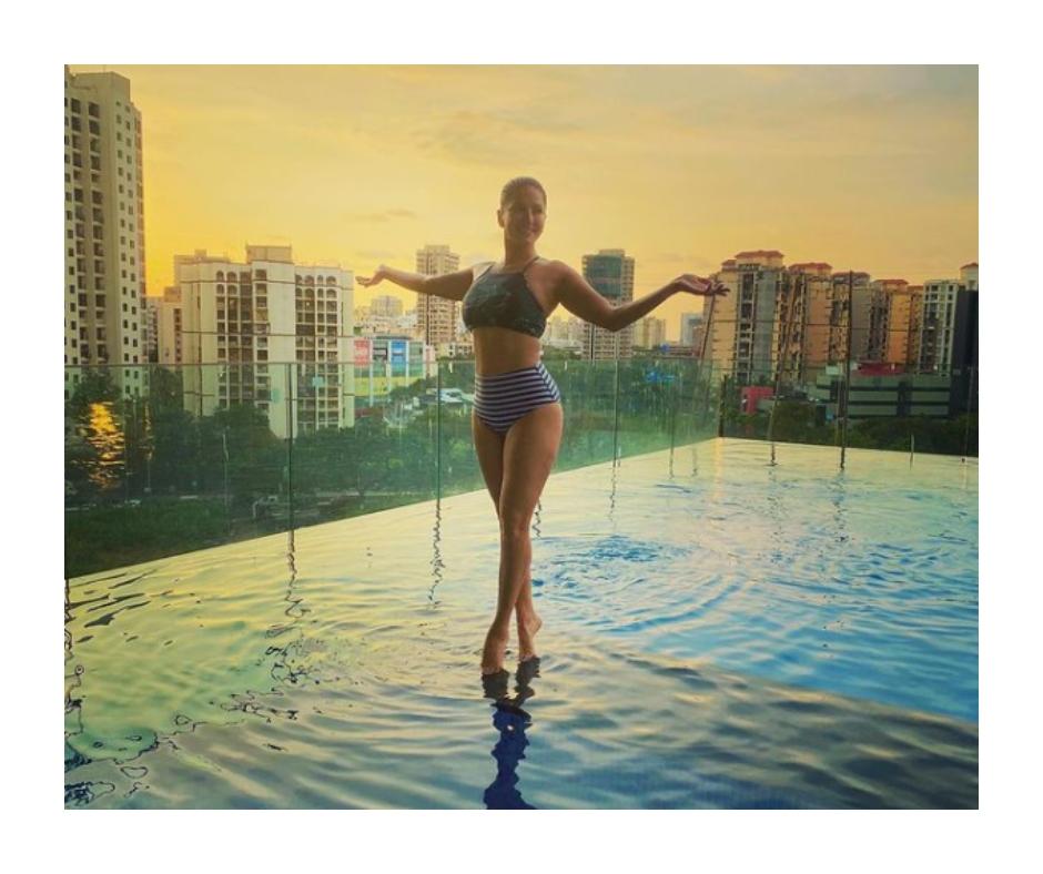 Sunny Leone sizzles in HOT bikini pic as she poses alongside her swimming pool | See photo